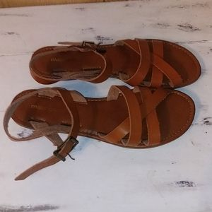 Super cute Maurices sandals